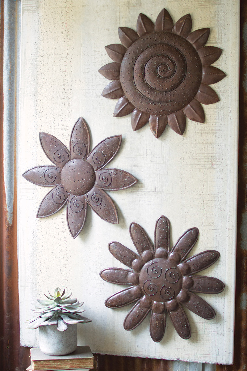 METAL HAND HAMMERED WALL FLOWERS