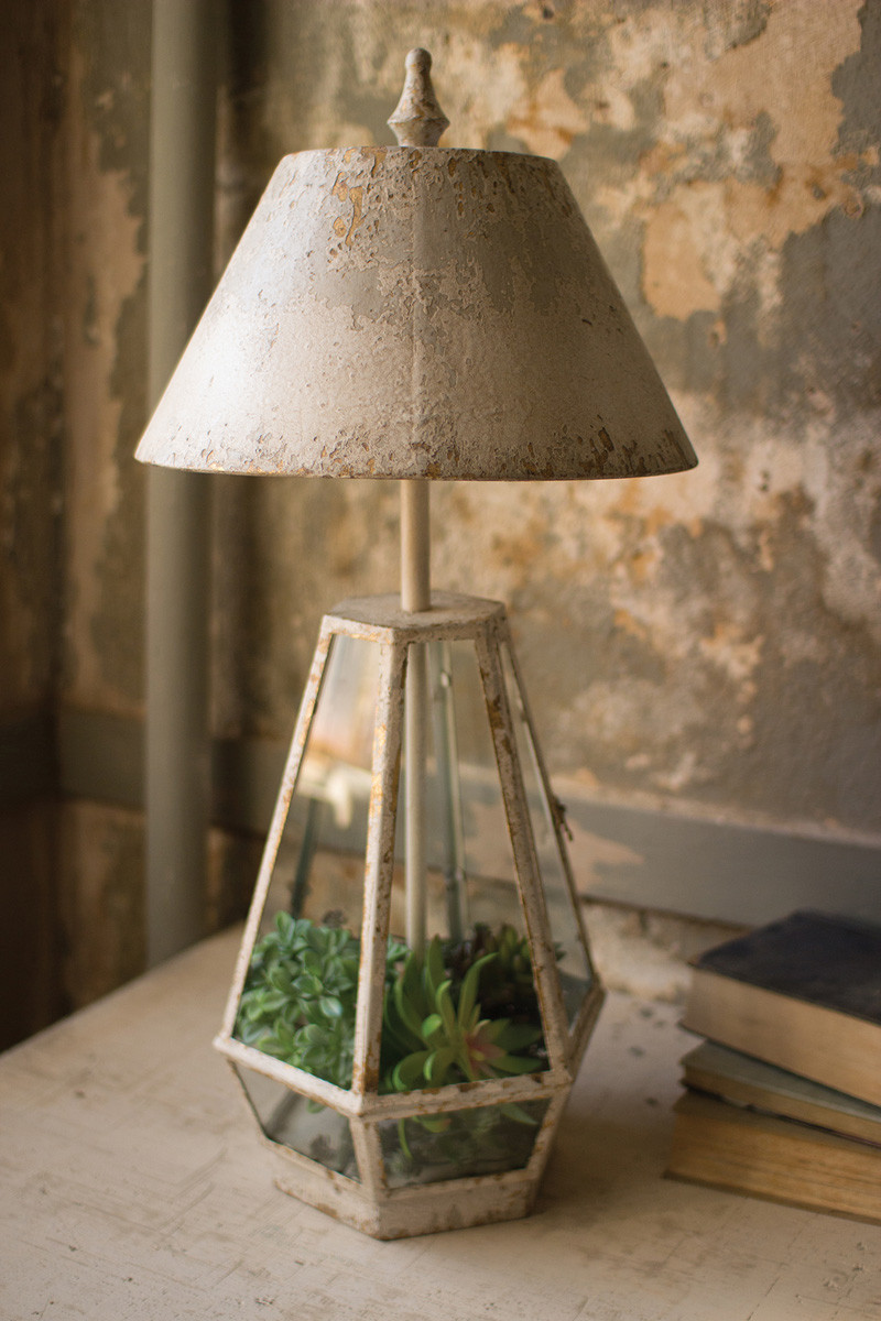 TERRARIUM LAMP WITH METAL SHADE