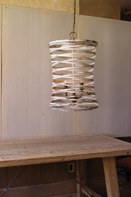 METAL RIBBON PENDANT LIGHT