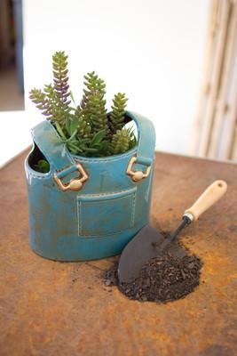 ceramic overalls planter