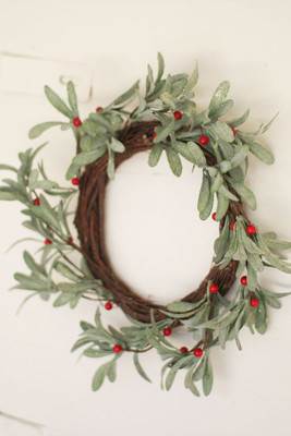 artificial mistletoe wreath - What Day Does Christmas Fall On