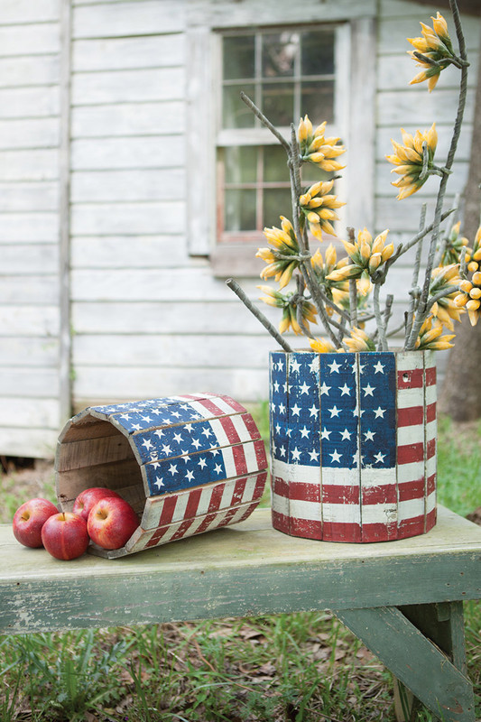 set of 2 round wooden planters - flag