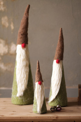 Set of 3 tall santas with brown hats