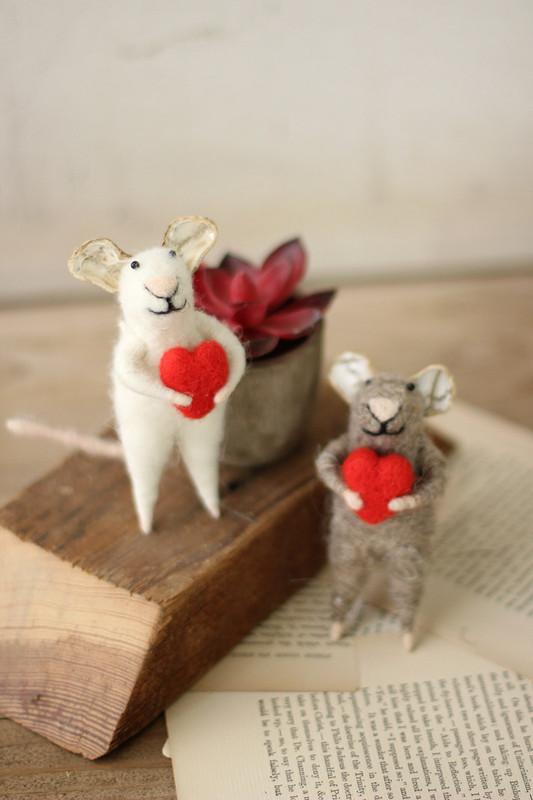 set of 2 felt mice holding hearts