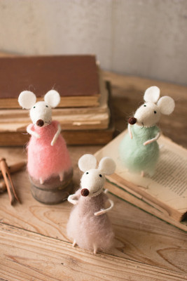 FELT GIRL MICE WITH PEARLS