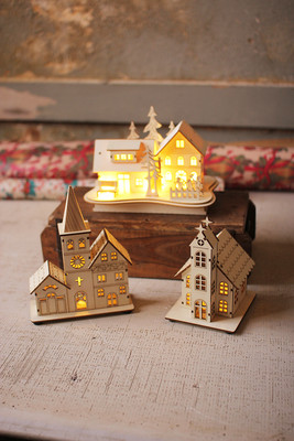 Set Of 3 Wooden Houses With Led Lights
