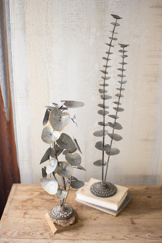 ABLE TOP LEAVES WITH CAST IRON BASE