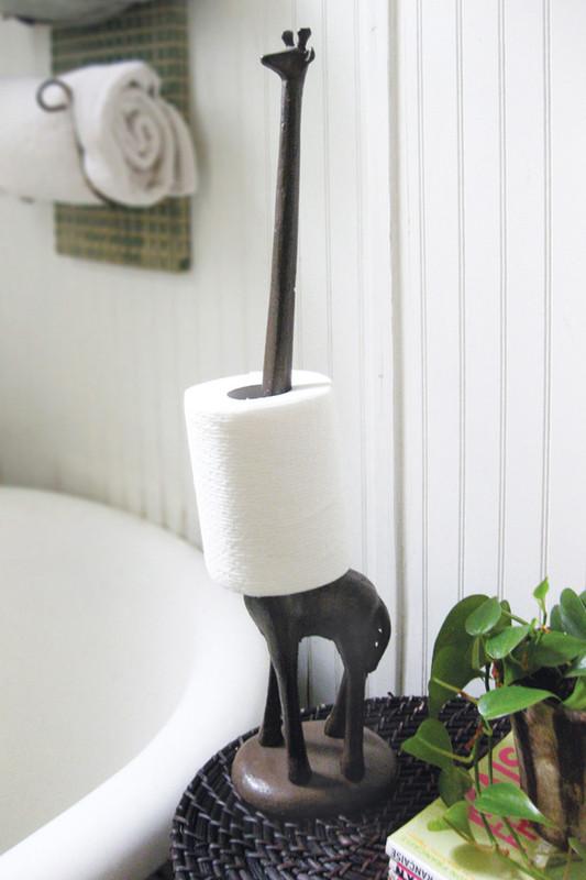giraffe paper towel holder