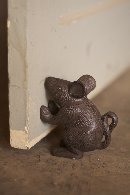 cast iron rustic mouse doorstop