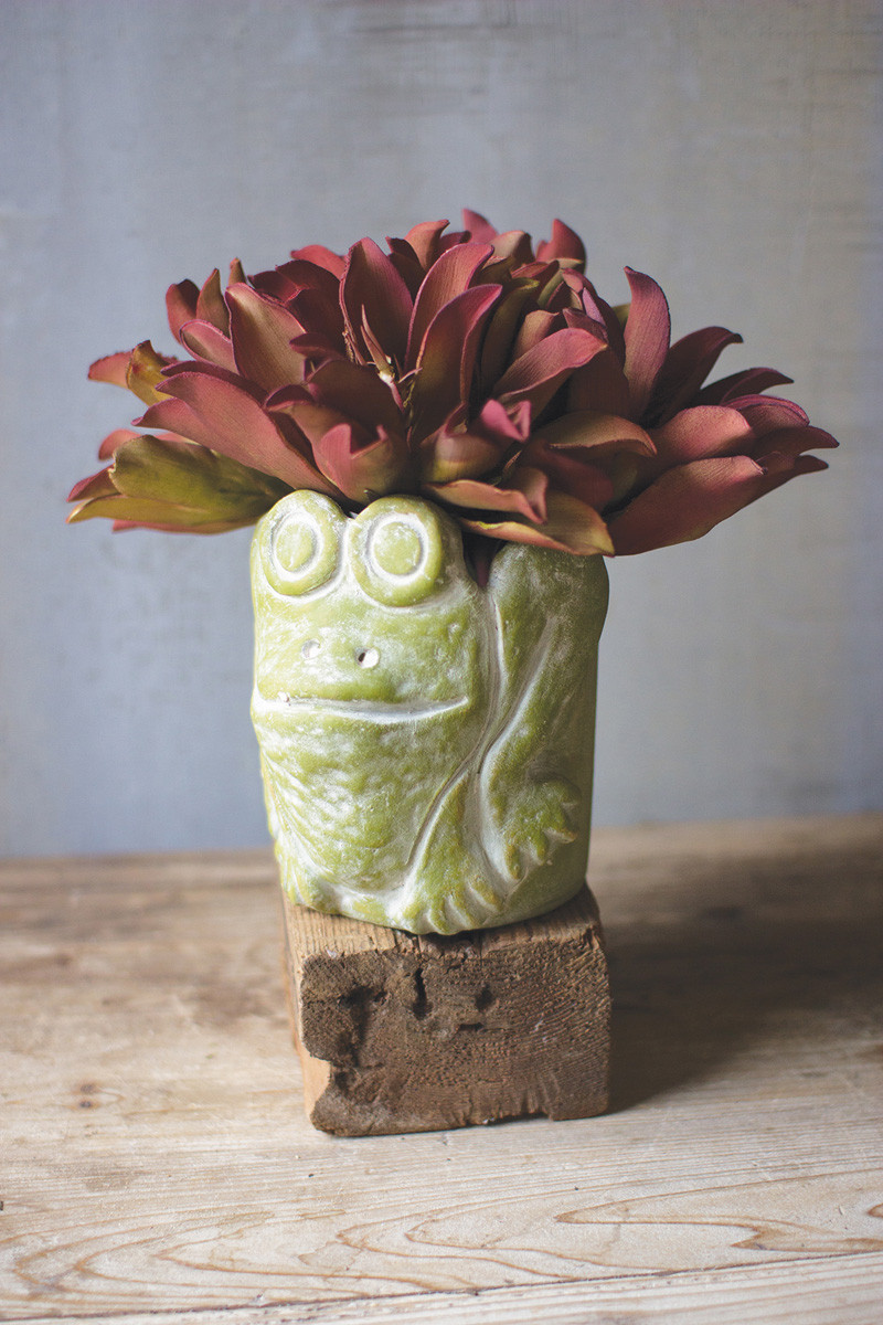 GREEN CLAY FROG PLANTER